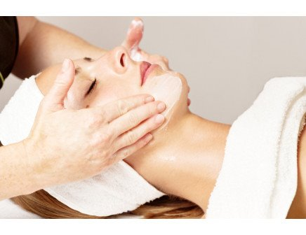 Deluxe Aromatherapy Facial and Eyelash Offers